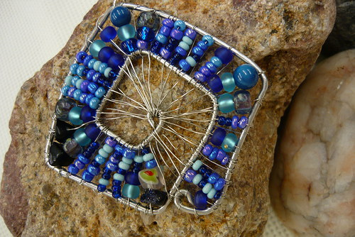 Drátkovaný náhrdelník Modrý čtverec