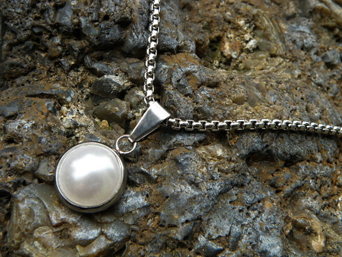 Přívěšek -nerez - bílá perla