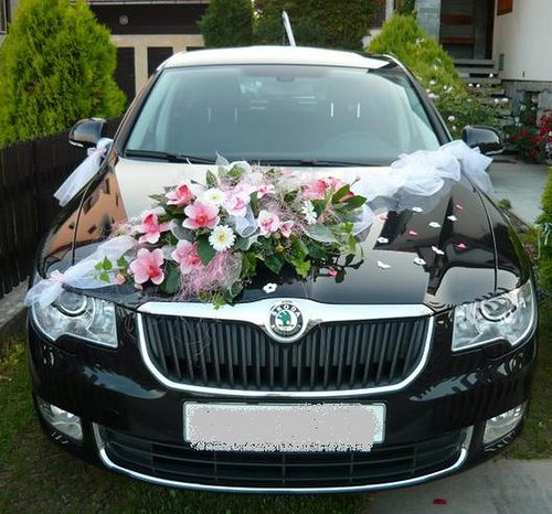 Květina na svatební auto