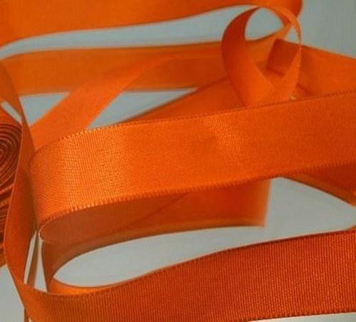 10 m taftové stuhy, barva tmavě oranžová