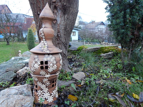 Zahradní lampa rozkvetlá