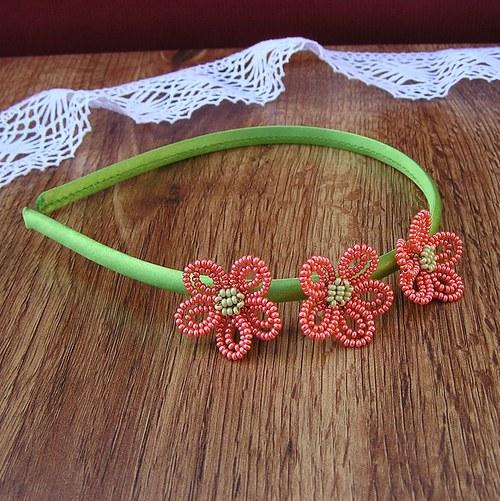 Čelenka s kytičkama z korálků - oranžová na zelené