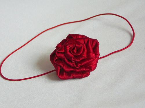 Čelenka s květinou..