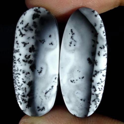 Přírodní merlinit (dendritický opál)- pár kabošonů