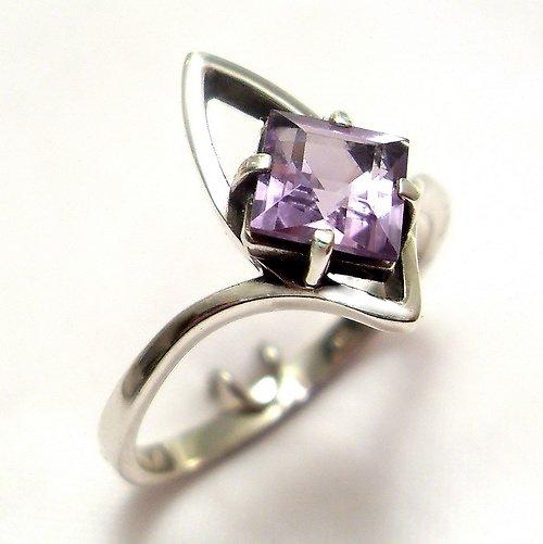 Prsten «Loďka» - stříbro 925, přírodní ametyst