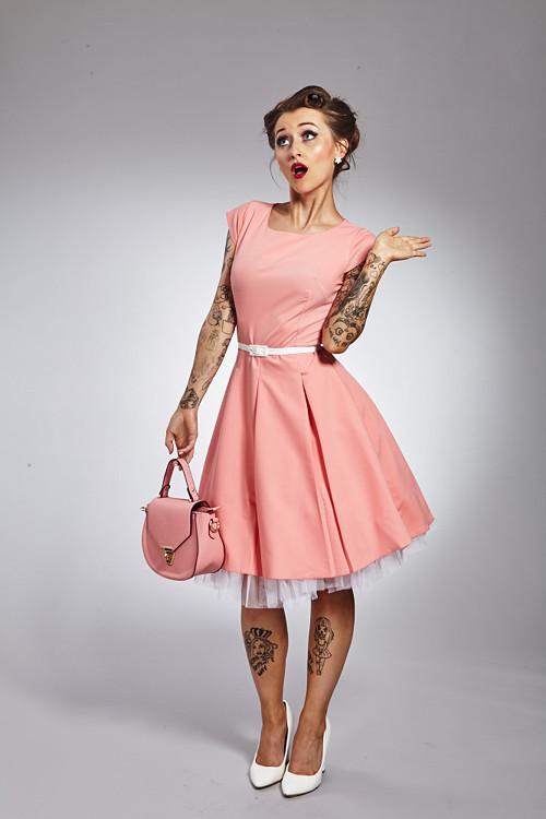 Broskvové retro šaty