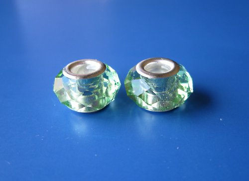 Skleněn broušené korálky 2ks - odstín zelenkavá;-)