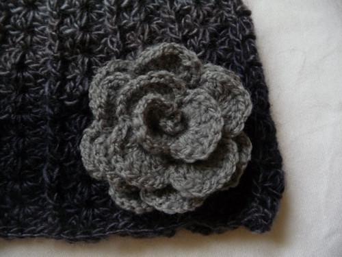 Čapka-samovzorkovací s růžičkou