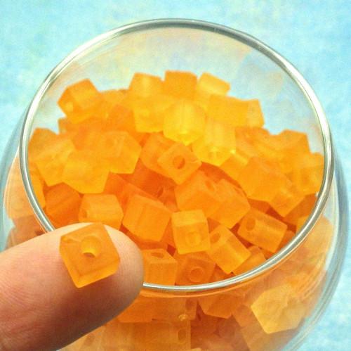 Akrylové kostičky oranžové matované, 30 kusů