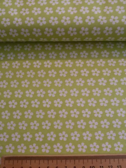 Bílé kytičky na světle zelené