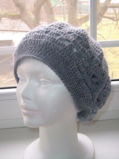 Háčkovaný jarní baret na přání