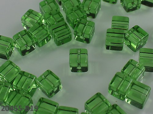 20455-B19 Korálky kostky sklo SV.ZELENÉ bal.10ks