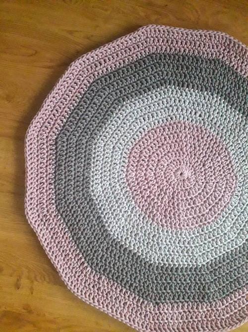 koberec háčkovaný
