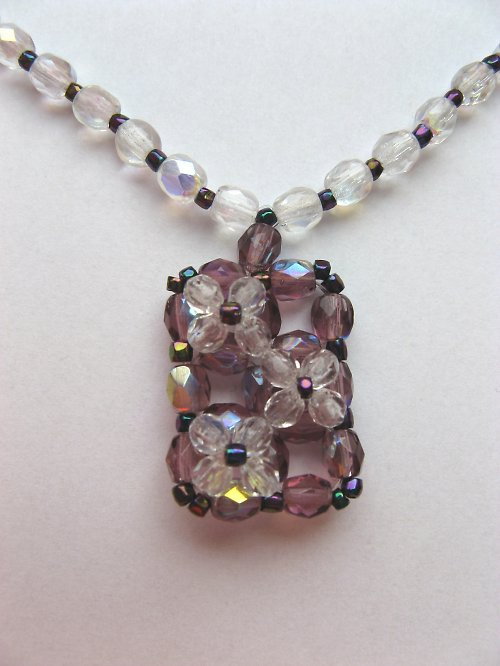 Fialkový náhrdelník