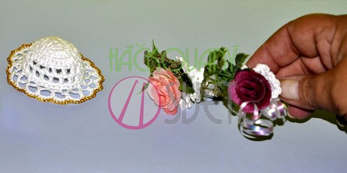 Svatební kytice a klobouk pro Barbie