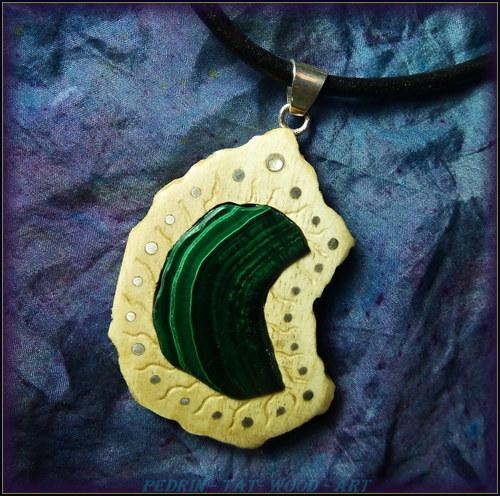 412. Dřevěný náhrdelník  MALACHIT
