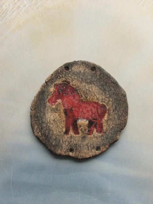 Koník skleněný červený