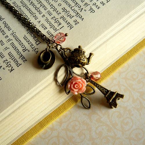 Romantický náhrdelník s Eiffelovkou a čajem