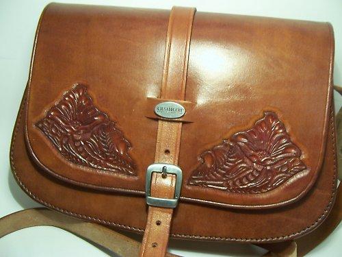 Kožená kabelka s květy