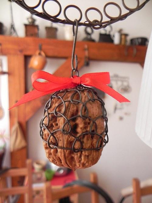 drátované ozdoby(ozdoba)-ořech