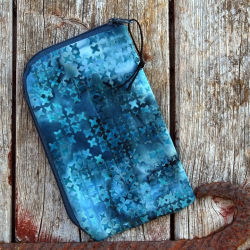 obal na mobil se zipem bali batika