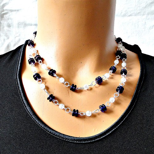Šperky k  sukni lemované krajkou
