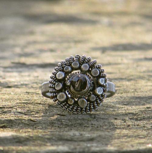 Chvála předjarnímu slunci (prsten se záhnědou)