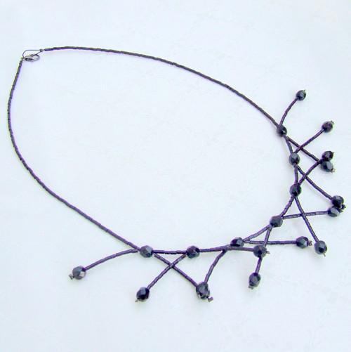Černý rozčepýřený náhrdelník