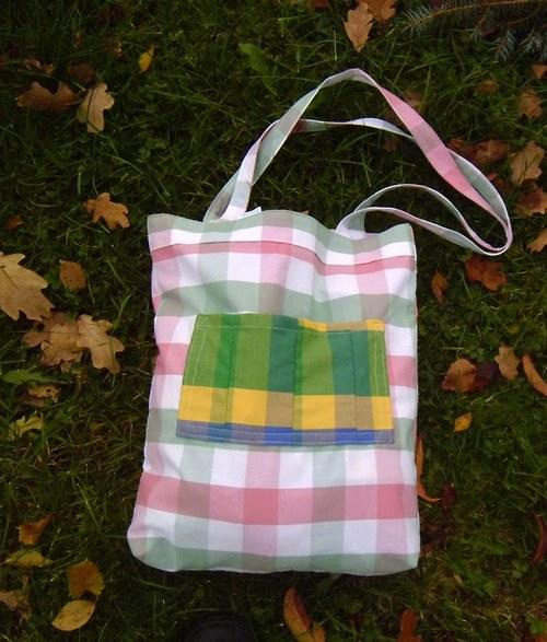 Pestré kostkované tašky na cokoli .....