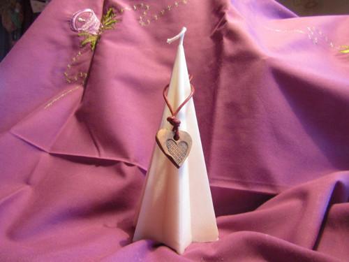 svíčka  s keramickým srdíčkem-bělost sama