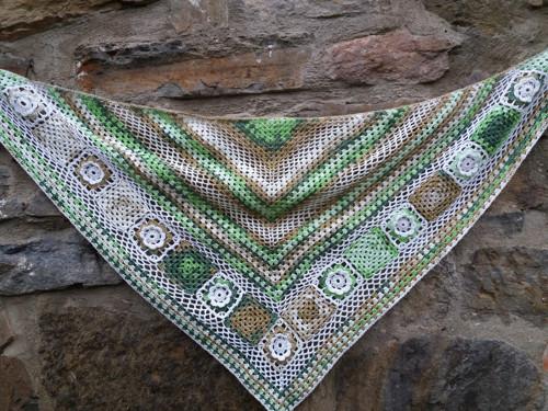 Šátek z mechu a kapradí