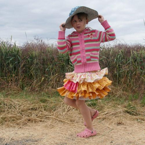 A léto může začít I ...kanýrová sukně 4-7 let