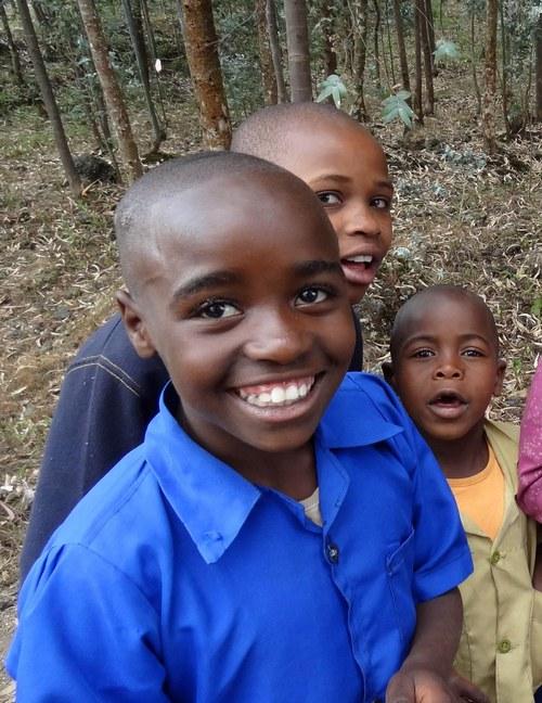 Děti od sopečného pohoří Virunga