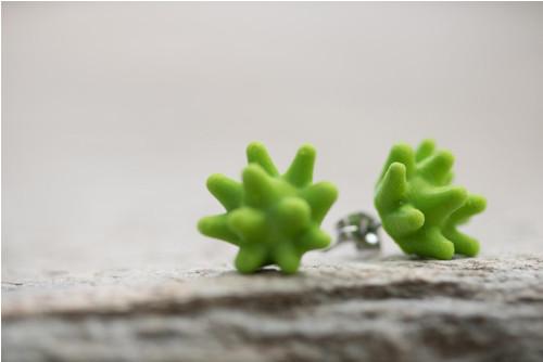 Náušnice virus green