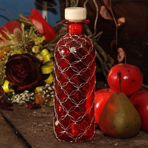 Červená odrátovaná láhev menší