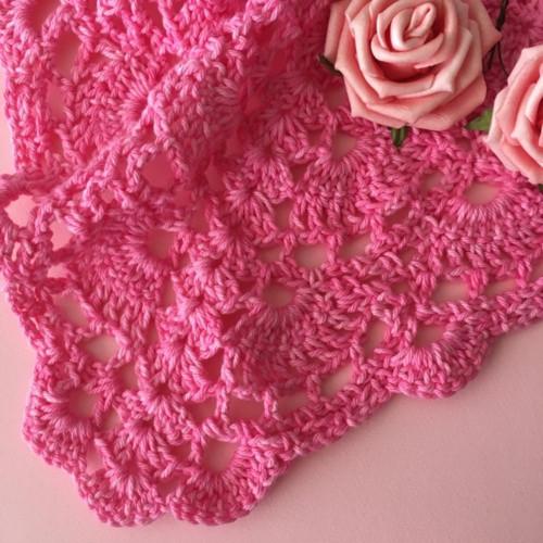Háčkovaný šátek růžový