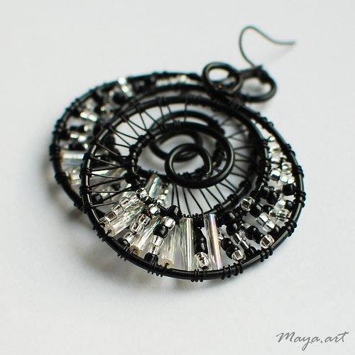 Černostříbrné kruhové náušnice