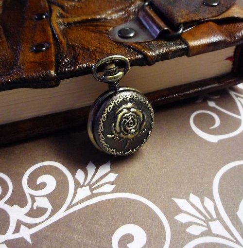 Vintage hodinky s růží