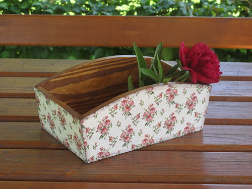 truhlík s růžičkami