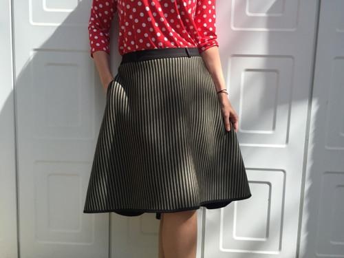 Asymetrická neoprénová sukně