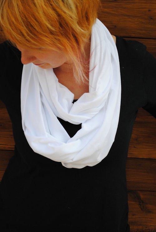 Šátek na více způsobů - bíla barva