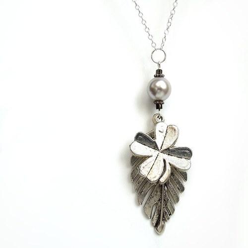 Náhrdelník s perlou, listem a čtyřlístkem