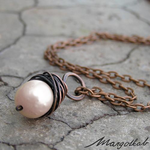 Měděný přívěsek růžová perla