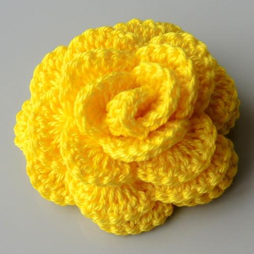 Háčkovaná brož - růže žlutá