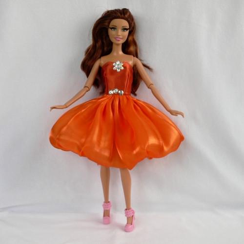 Tanečnice v oranžové