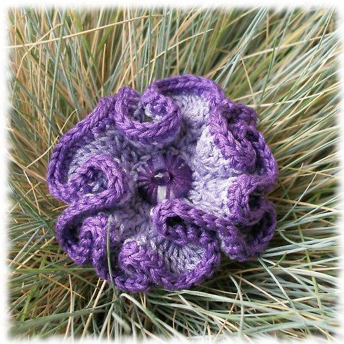 Háčkovaná brož ..... lila, VÝPRODEJ z 155,-