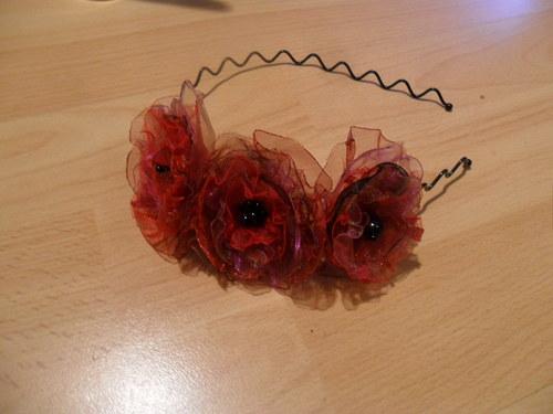 Čelenka s kytičkami vínovočervená