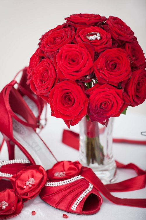 Svatební kytice z rudých růží