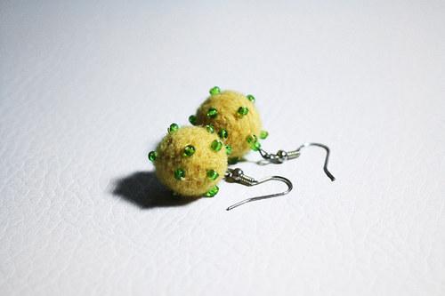 žluté s korálky