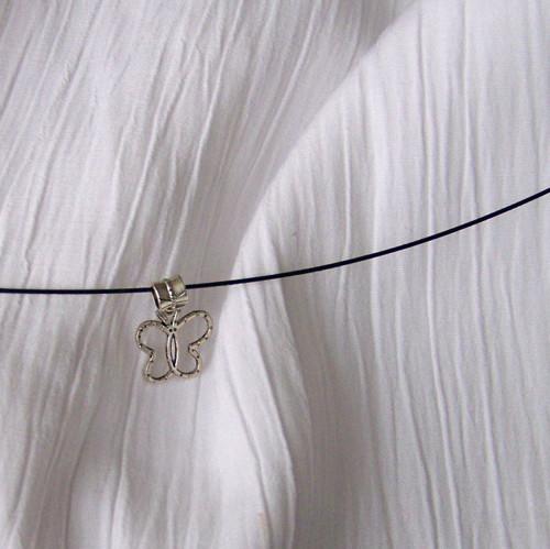Korálek s průvlekem - motýl.